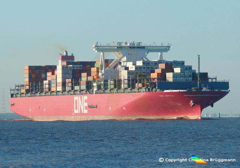 Containerschiff ONE AQUILA nach Erstbesuch in Hamburg auf der Elbe, 12.05.2019