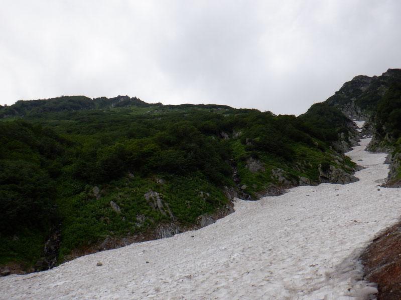 雪渓横断。