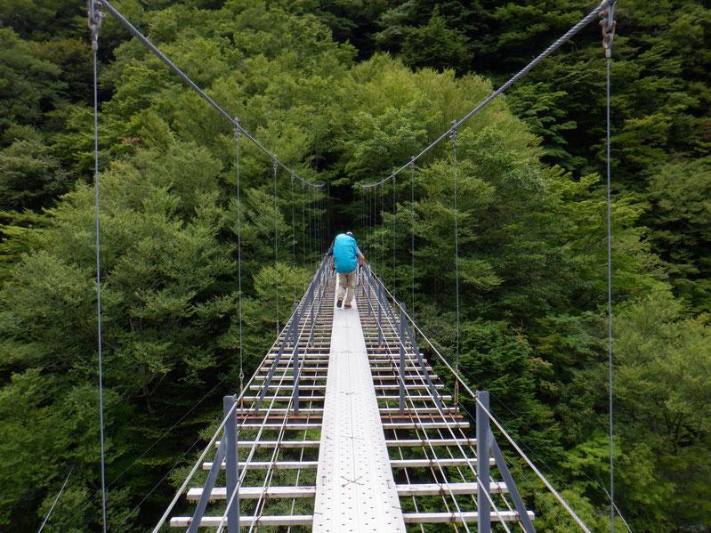 畑薙大吊橋。