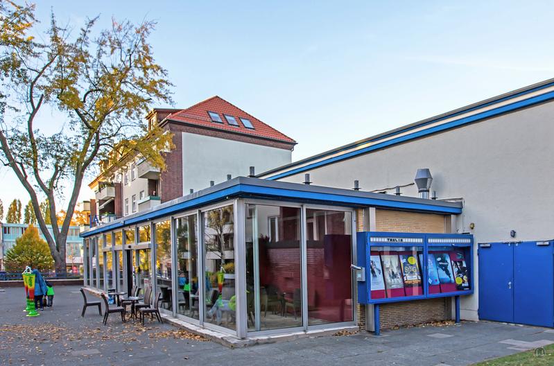 Berlin. Das Kino Thalia in Lankwitz. Seitenansicht.