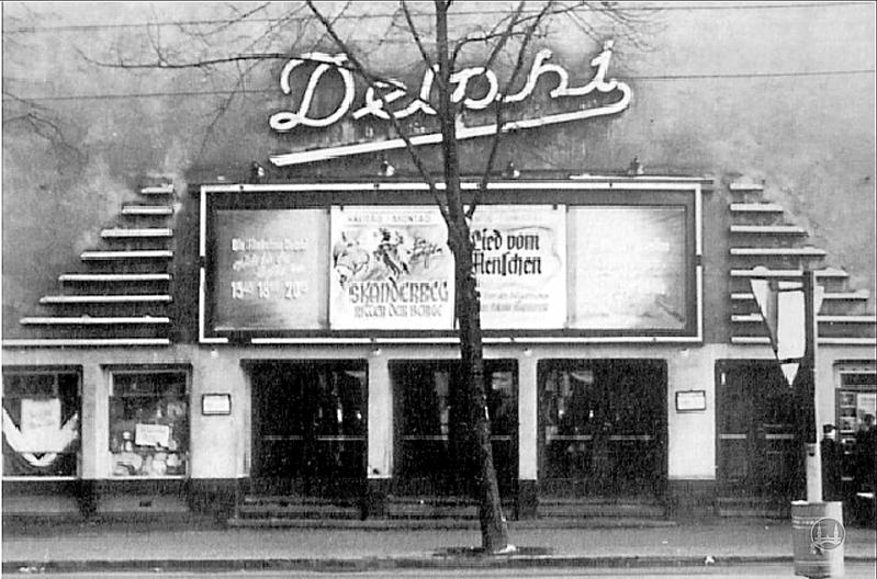 Kino Delphi Berlin Weissensee Fassade Eingang historisch