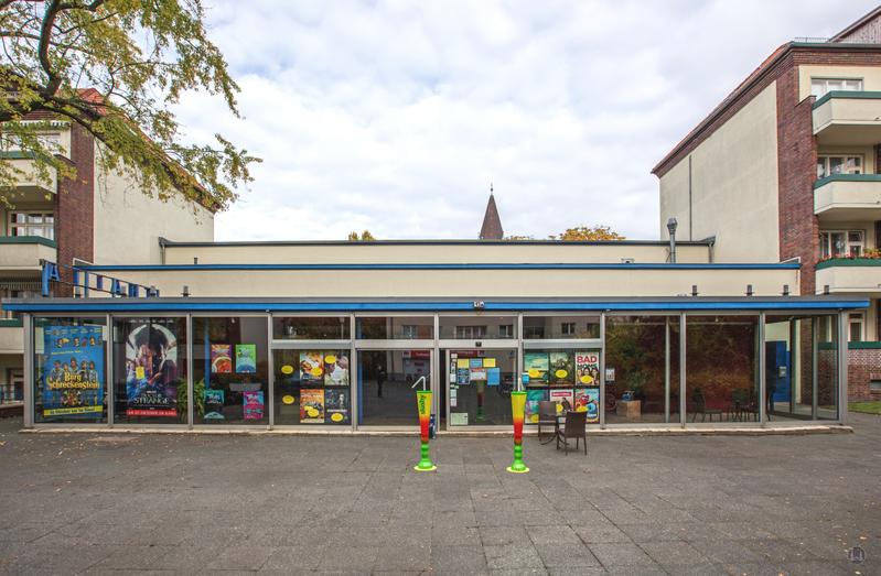 Berlin. Das Kino Thalia in Lankwitz. Frontansicht.