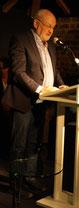 Dieter Dresen stellt dem Publikum Manfred Rothengatter vor