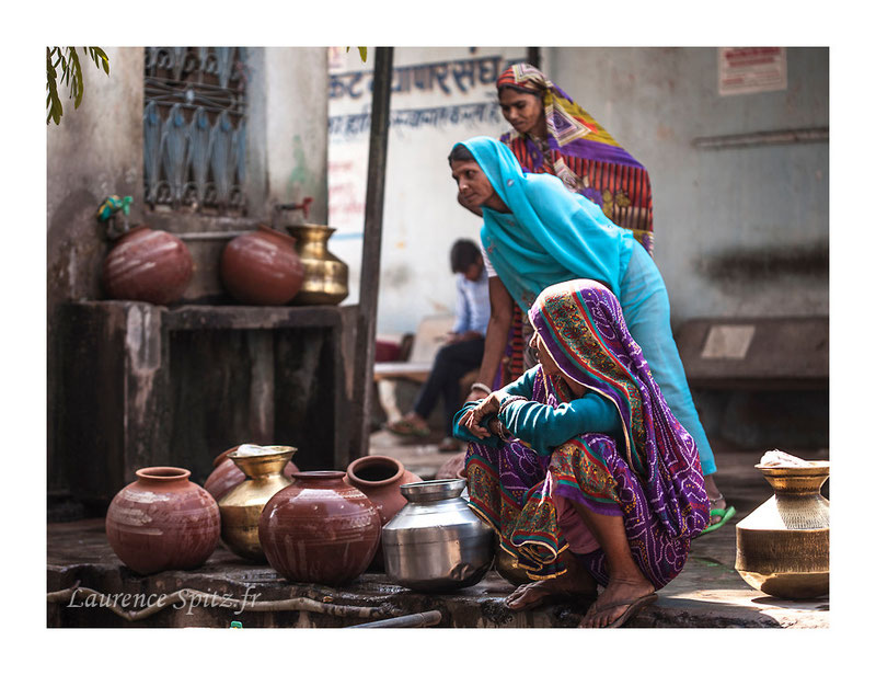 • Les porteuses d'eau • Bundi