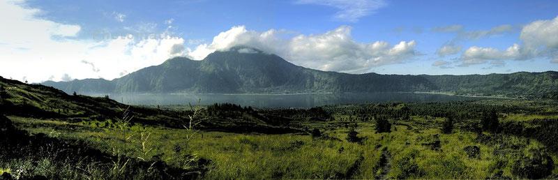 Lac Batur (Indonésie) Panoramique.