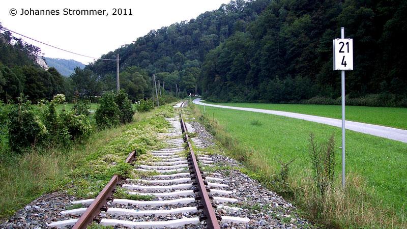 2005 eingestellter Abschnitt der Leobersdorferbahn zwischen den Haltestellen Eberbach-Hocheck und Taßhof.