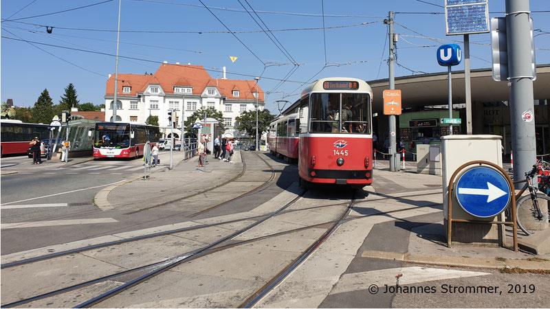 Ehemaliges stadtauswärts führendes Gleis der Straßenbahnlinie 58 in Hietzing (Gleisrest)
