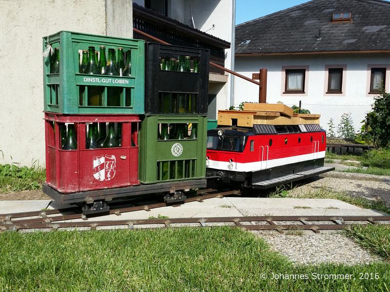 Lokomotive mit Wagen meiner Gartenbahn 5 Zoll in Mörbisch/See.