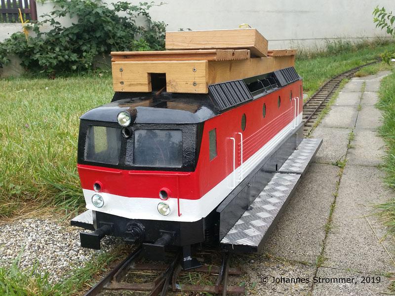 Lokomotive 1144 meiner Gartenbahn 5 Zoll. Es wurden nun Fensterscheiben eingesetzt und die beiden Rangierertritte befestigt.