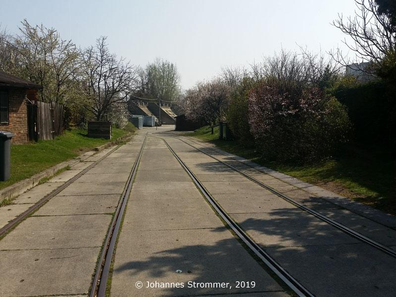 Ehemaliges Anschlussgleis Nordwestbahn - Materialrutsche (Nähe Stromstraße 13) der Wiener Straßenbahn