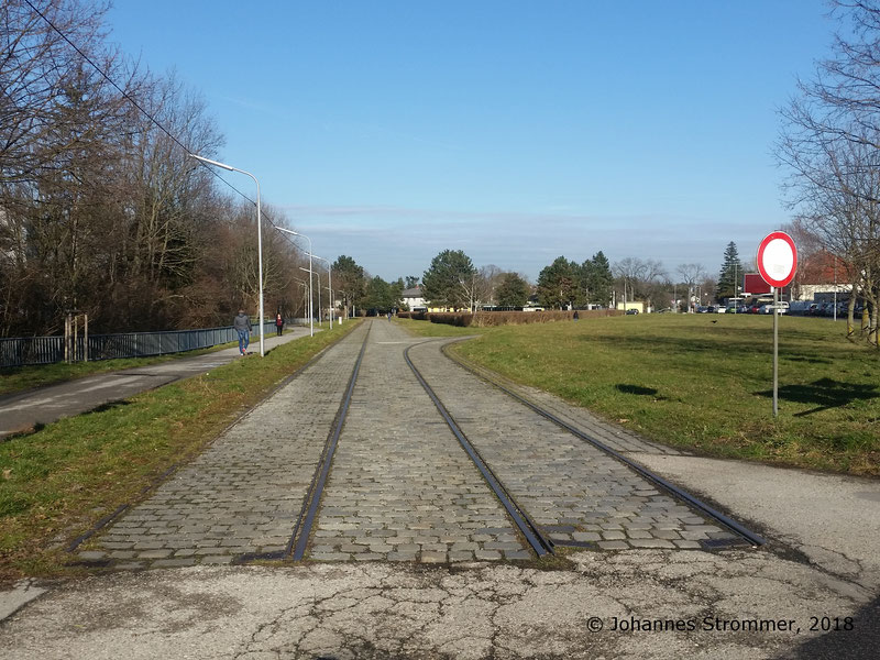Gesamtansicht der Wendeschleife des 360ers, Blick Richtung heutiger Endstelle Rodaun der Linie 60.