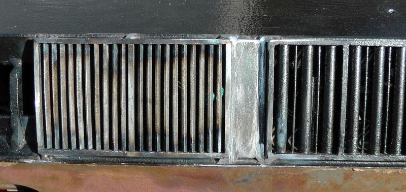 Detail der Dachlüfter - die Stege im linken Lüfter wurden alle einzeln in den Rahmen eingeschweißt.