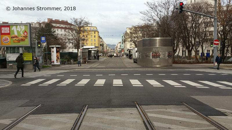 Gleisreste am Reumannplatz. Anfang 2018 waren noch fast alle Gleise der Straßenbahnlinie 67 erhalten.