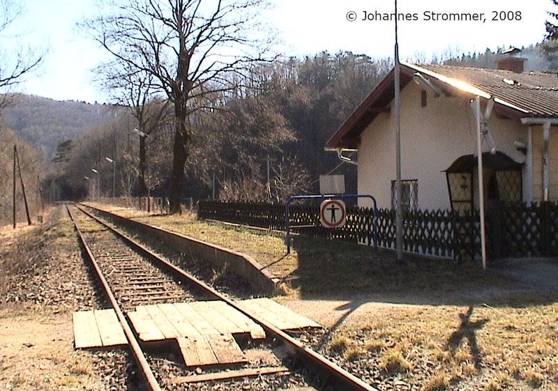Bahnstrecke Weissenbach-Neuhaus - Hainfeld (Leobersdorfer Bahn); Haltestelle Tasshof 2008.