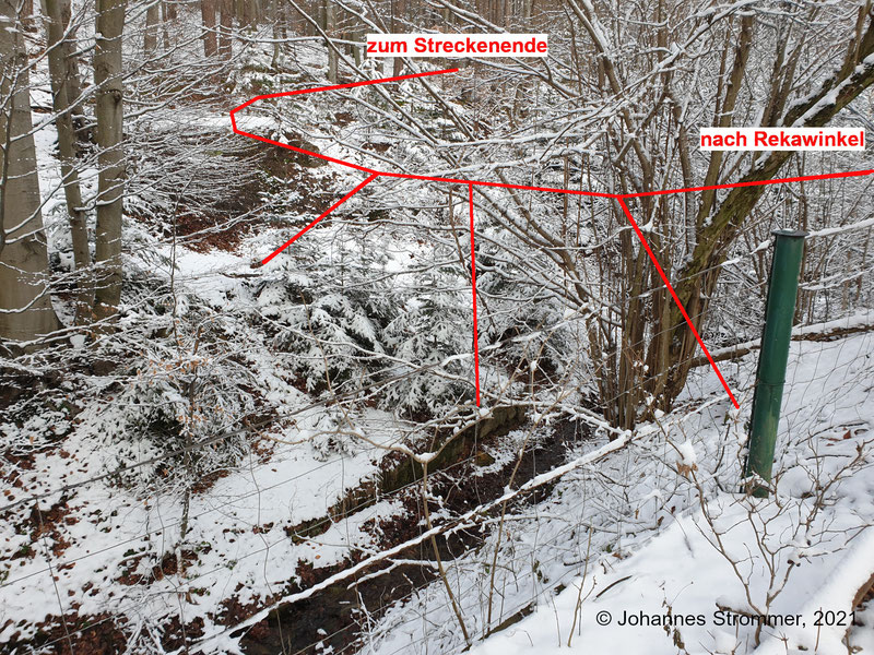 Hier befand sich einst eine recht imposante Brücke. Die Fundamente der Steher sind noch größtenteils vorhanden, wie die folgenden Bilder zeigen (Waldbahn Rekawinkel).