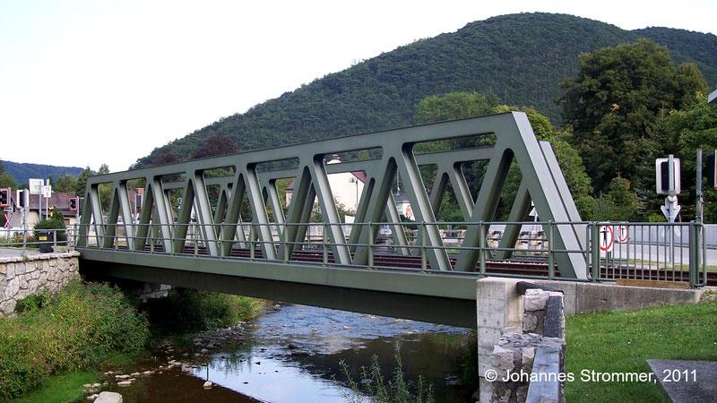 Bahnstrecke Weissenbach-Neuhaus - Hainfeld (Leobersdorfer Bahn); Brücke über die Triesting bei Weissenbach.