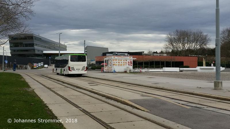 Ehemalige Schleife und Hst. der Straßenbahnlinie 67 in Oberlaa/Therme Wien (Gleisrest)