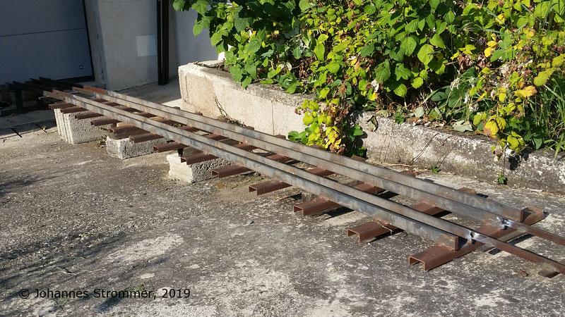 In meine Spur 5 Gartenbahnanlage eingebautes Gleisjoch