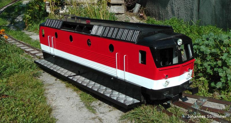 Lokomotive der BR 1144 meiner Gartenbahn 5 Zoll in Mörbisch, Oktober 2014