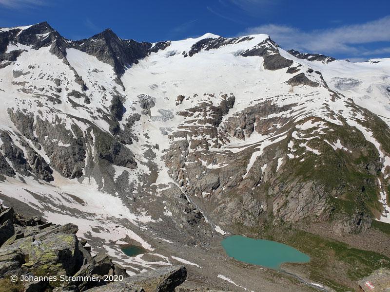 Blick vom Rostocker Eck auf den Simonysee, die Simonyspitzen und die Gubachspitzen (Osttirol, 2020)