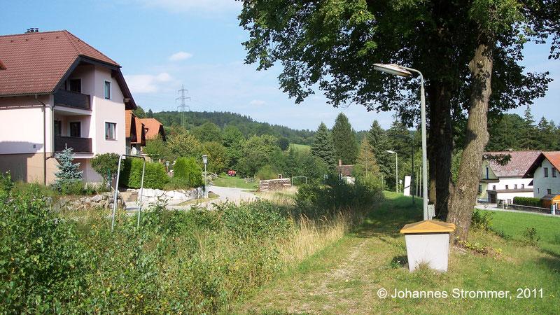 Bahnstrecke Weissenbach-Neuhaus - Hainfeld (Leobersdorfer Bahn); Bahnsteig der Hst. Kaumberg Markt