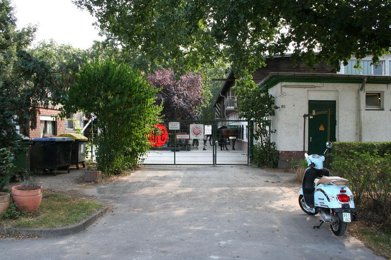 Eingang zum Frankfurter Reit- und Fahr Club, Treten Sie ein!