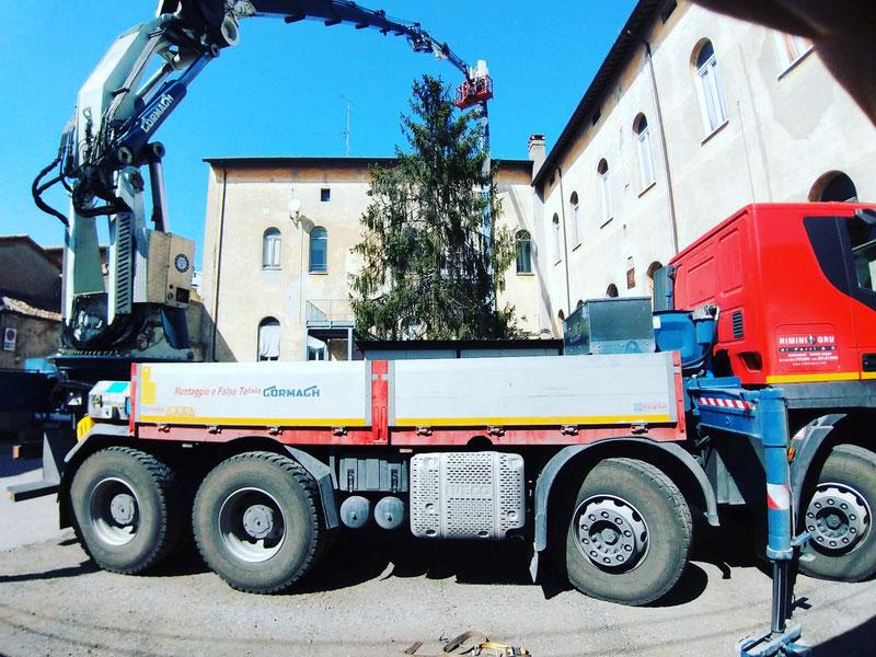 Rimini gru camion e piattaforma per intervento sito telefonia Faenza