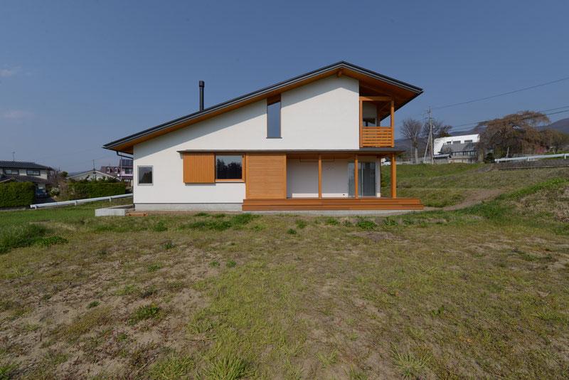 長野県 松本市 建築家 news設計室 丸山和男 住宅設計 インナーデッキ ガラリ戸 猫と暮らす家 竣工写真