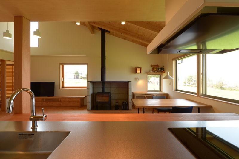 長野県 松本市 建築家 news設計室 丸山和男 住宅設計 薪ストーブ 猫と暮らす家 竣工写真
