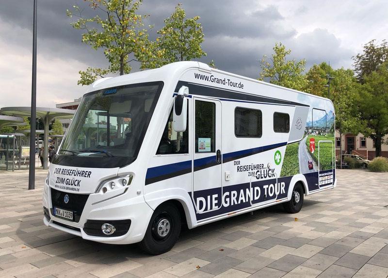 """Die Promotion-Tour und der """"Reiseführer zum Glück"""""""