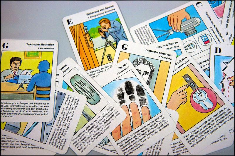Seid bereit: Quartett-Spiel mit den Verhaltensgrundsätzen für Stasi-Mitarbeitern