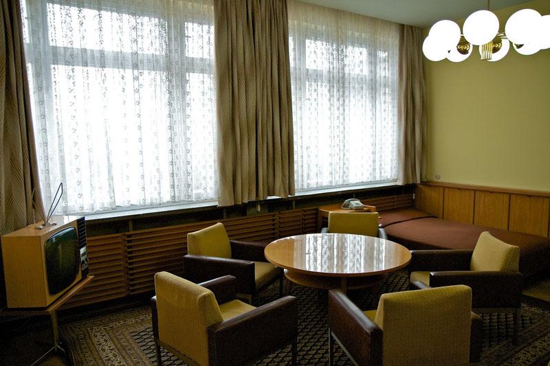 Nach seinen eigenen Wünschen eingerichtet: Privatzimmer mit Schlafsofa von Erich Mielke