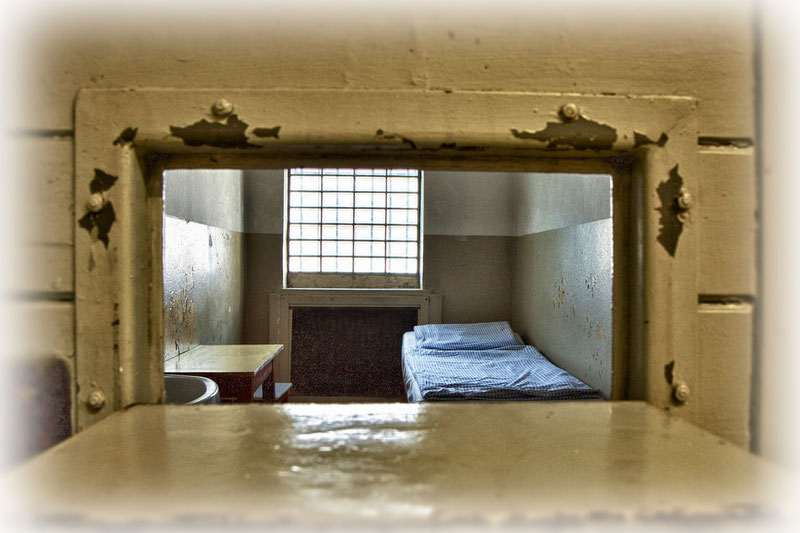 Typisch für Stasi-Zellen: die Glasbausteine anstelle eines Fensters. Dadurch konnten die Gefangenen nicht erkennen, wo sie sich eigentlich befanden.
