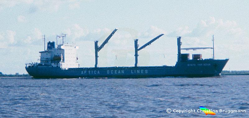 """Mehrzweckcontainerschiff """"BINTA YAR´ ADUA"""" auf der Elbe 1986"""