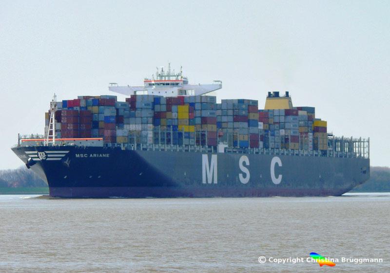 """Containerschiff """"MSC ARIANE"""" auf der Elbe 18.04.2015"""
