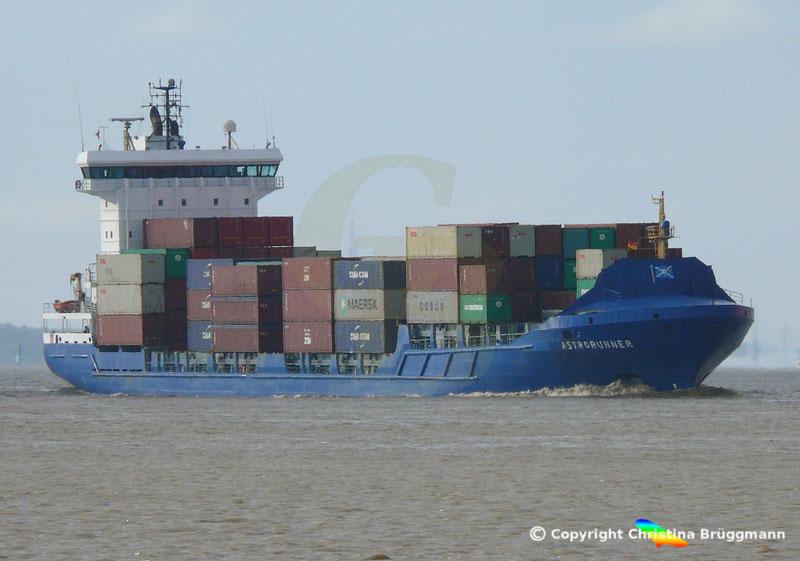 Feeder Containerschiff ASTRORUNNER, Elbe 04.05.2019