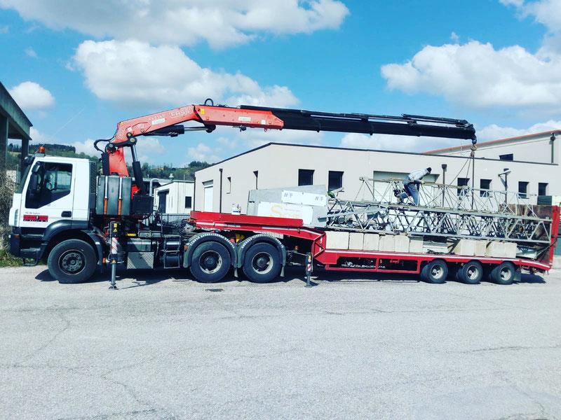 Rimini gru trasporto e montaggio gru edile a Sogliano sul rubicone. I servizi di Riminigru www.riminigru.net 0541731264.