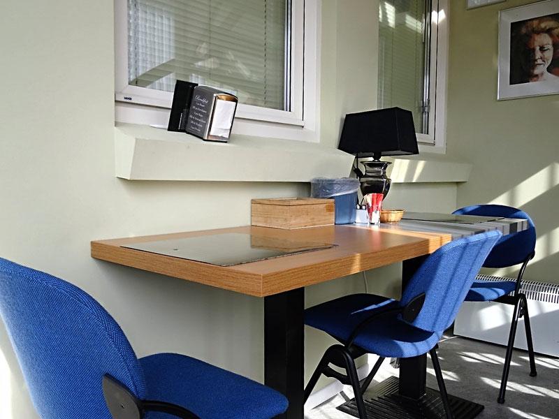 Bij deze kamer een aparte ruimte voor ontbijt en om gemakkelijk te computeren
