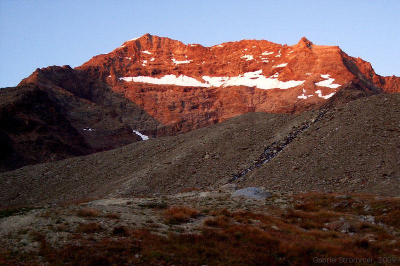 Lagginhorn im Licht der Abendsonne von  der Weissmieshütte aus gesehen