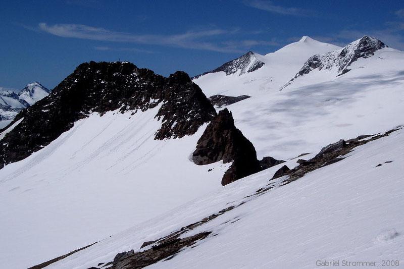 Blick vom Vorderen Seekopf auf Weißspitze (3300 m) links vorne und Großvenediger (3657 m) und Rainerhorn (3559 m) rechts hinten