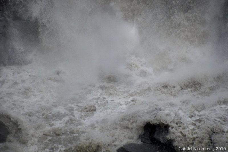 Hochwasser führende Rotmoosache in Tirol
