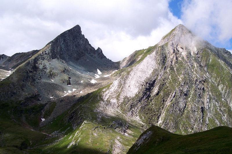 Kleinbachkopf (2844 m) rechts und Gösleswand (2912 m) links von Osten vom Südgrat der Kriselachspitze (2848 m) aus gesehen