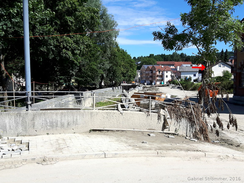 Im Ortszentrum von Simbach erreichte die Sturzflut teils eine Tiefe von mehr als 5 m (von der Sohle weg gerechnet).
