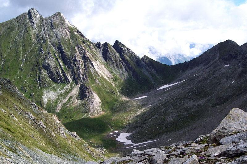 Der Doppelgipfel der Kriselachspitze (2848 m) von Südwesten von der Roten Lenke (2794 m) aus gesehen