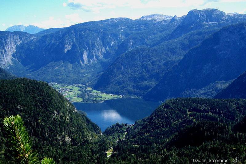 Der Hallstätter See in Oberösterreich vom Plassen aus gesehen