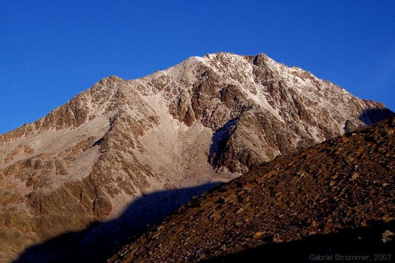 Blick von der Breslauer Hütte gegen Westen zum Vorderen Brochkogel (3562 m)