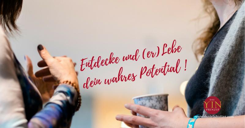 Daniela Hutter bloggt über Themen von Weiblichkeit, Frausein, Partnerschaft, Beziehung, Yin-Prinzip. Sie ist Autorin und Coach.