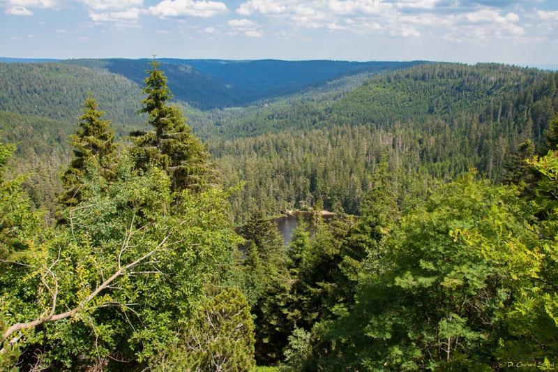 Herrlicher Ausblick über das Tal der Schönmünz und auf den Wilden See (Vordergrund)