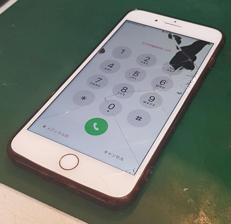 iPhone8Plus液晶破損の状態