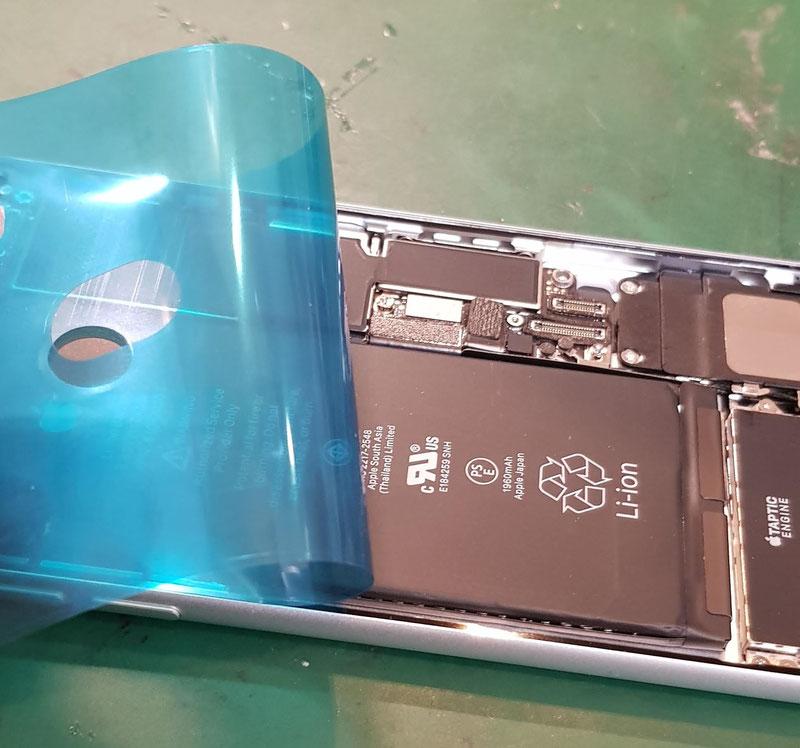 iPhone8シールテープ交換作業